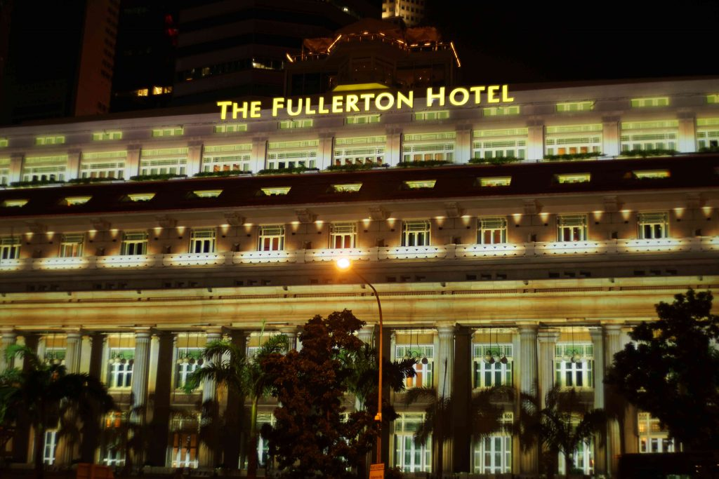 2016-fullerton-hotel-projection-mapping_01