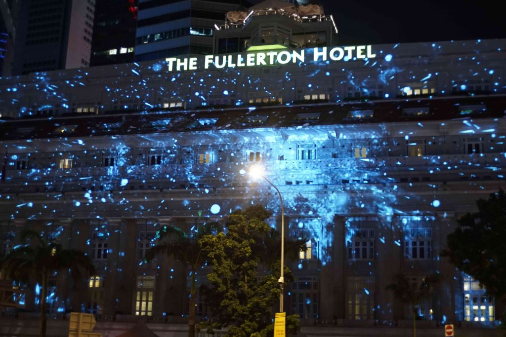2016-fullerton-hotel-projection-mapping_02