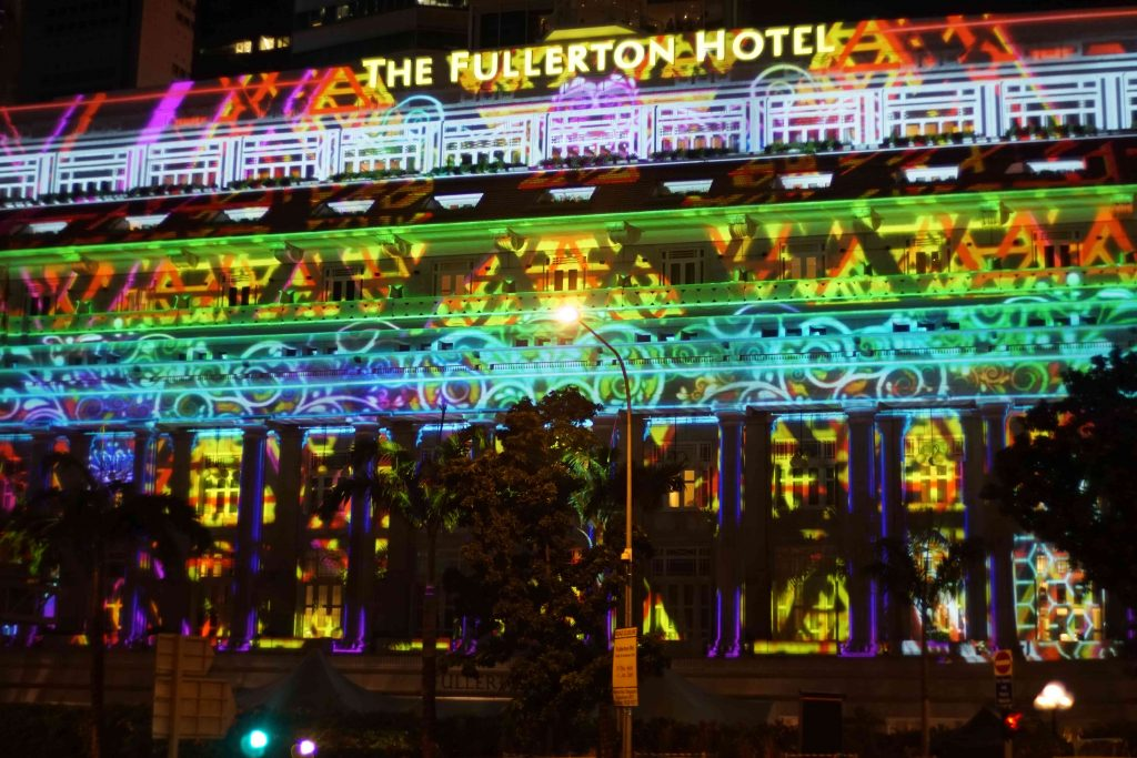 2016-fullerton-hotel-projection-mapping_04