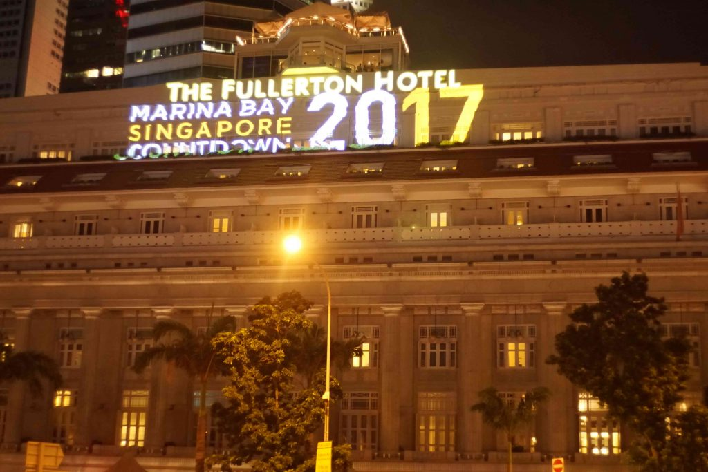 2016-fullerton-hotel-projection-mapping_05